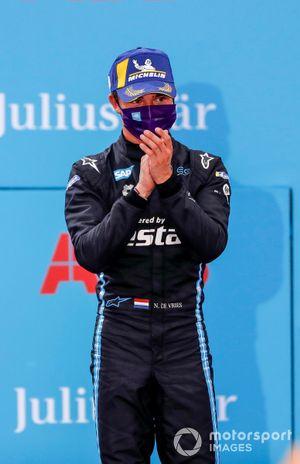 Podio: segundo lugar Nyck De Vries, Mercedes Benz EQ