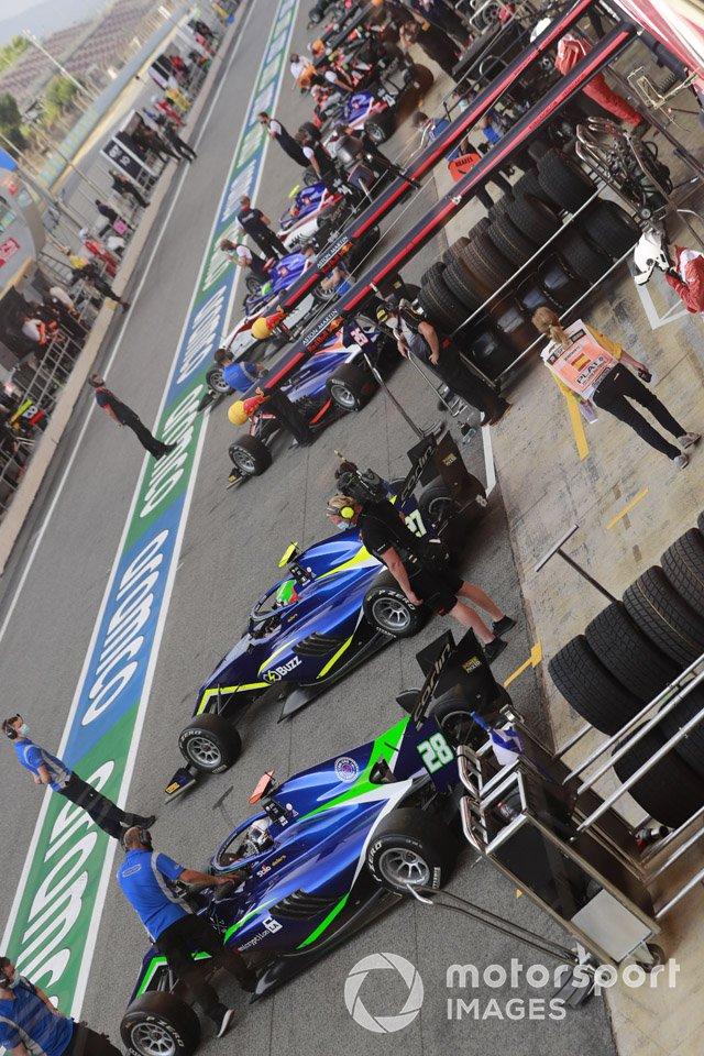 F3 Cars In The Pit Lane, Including Cameron Das, Carlin Buzz Racing, Leonardo Pulcini, Carlin Buzz Racing