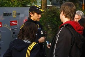 Vitaly Petrov, Renault, gives an interview