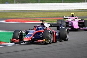 Roy Nissany, Trident, leads Giuliano Alesi, BWT HWA Racelab