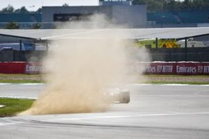 Lance Stroll, Racing Point RP20, kicks up some dust