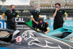Crew: Jaguar Racing