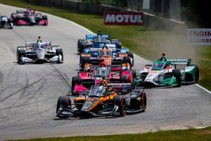 Patricio O'Ward, Arrow McLaren SP Chevrolet as Colton Herta, Andretti Harding Steinbrenner Autosport Honda gets sideways