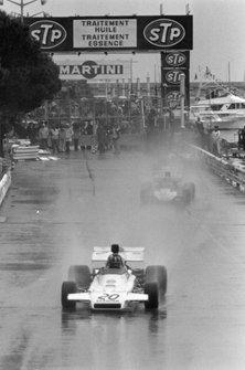 Graham Hill, Brabham BT37 Ford, Mike Hailwood, Surtees TS9B Ford