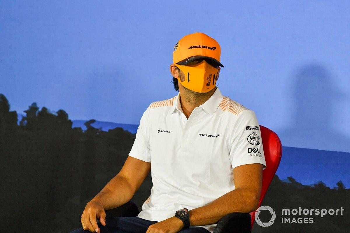 Carlos Sainz Jr., McLaren durante la conferenza stampa