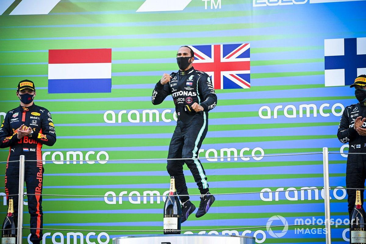 Max Verstappen, Red Bull Racing, il vincitore della gara Lewis Hamilton, Mercedes-AMG Petronas F1 e Valtteri Bottas, Mercedes-AMG Petronas F1 festeggiano sul podio