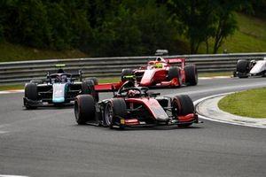 Callum Ilott, UNI-Virtuosi leads Dan Ticktum, Dams and Mick Schumacher, Prema Racing