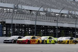 Aric Almirola, Stewart-Haas Racing, Ford Mustang Smithfield Vote For Bacon, Joey Logano, Team Penske, Ford Mustang Shell Pennzoil and Ryan Blaney, Team Penske, Ford Mustang Menards/Duracell