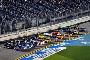 Alex Bowman, Hendrick Motorsports, Chevrolet Camaro Ally ed Aric Almirola, Stewart-Haas Racing, Ford Mustang Smithfield