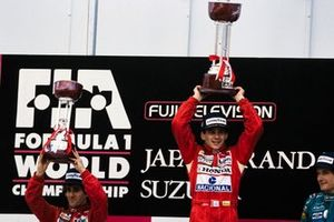 Podio: Ganador de la carrera Ayrton Senna, McLaren, segundo lugar Alain Prost, McLaren
