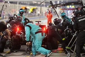 George Russell, Mercedes F1 W11, makes a stop