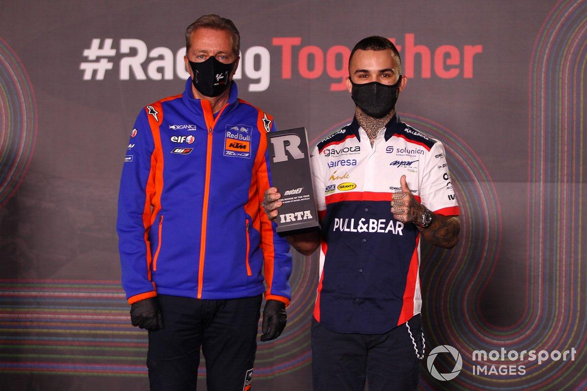El debutante del año de Moto2 Aron Canet, Angel Nieto Team, con Herve Poncharal