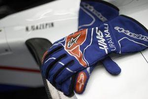 Haas garage drivers glove