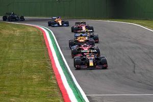 Max Verstappen, Red Bull Racing RB16B, Charles Leclerc, Ferrari SF21, Lando Norris, McLaren MCL35M, Sergio Perez, Red Bull Racing RB16B, en Carlos Sainz Jr., Ferrari SF21