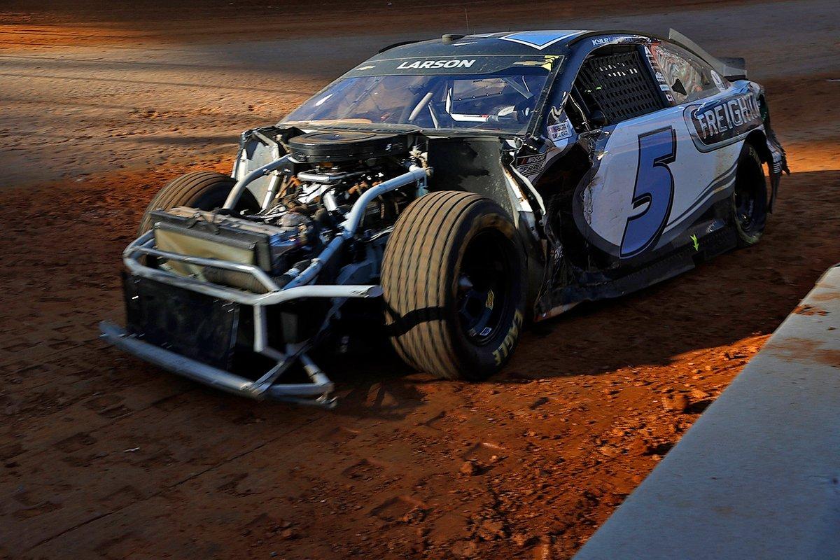 Разбитая машина Кайла Ларсона, Hendrick Motorsports, Chevrolet Camaro