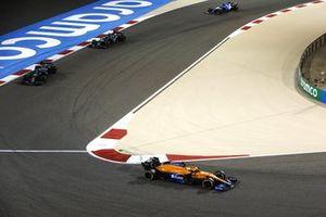 Daniel Ricciardo, McLaren MCL35M, Sebastian Vettel, Aston Martin AMR21, et Lance Stroll, Aston Martin AMR21