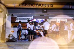 Lando Norris, McLaren MCL35M, in the garage