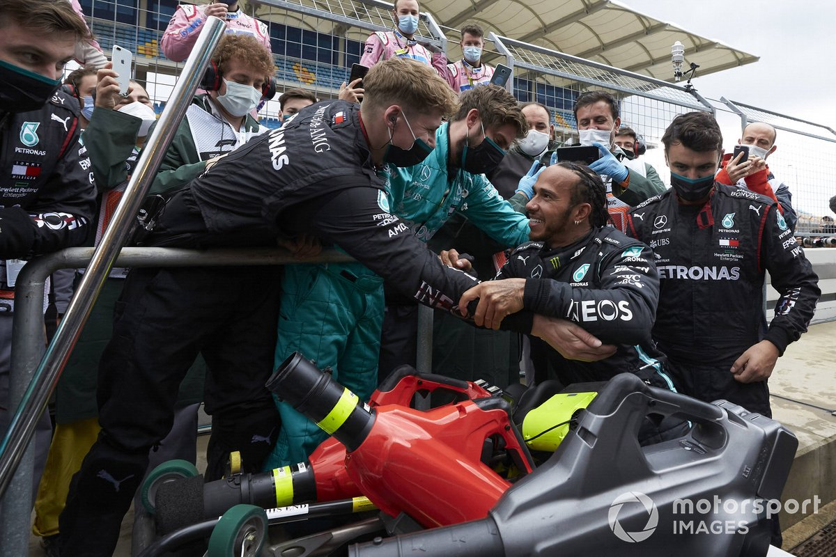 Lewis Hamilton, Mercedes-AMG F1, celebra con Mercedes su 7º Mundial