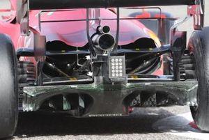Gros plan sur l'arrière de la Ferrari SF21