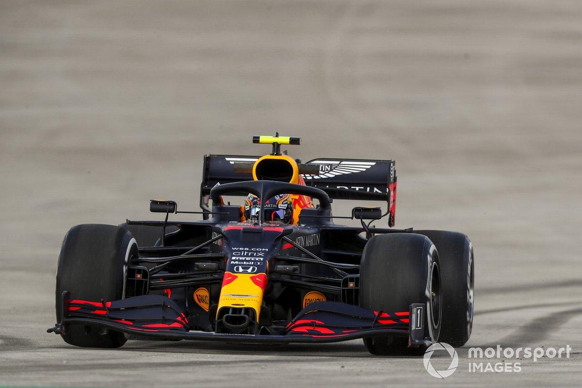 Alex Albon, Red Bull Racing RB16, spins