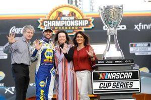 NASCAR Cup-Champion 2020: Chase Elliott, Hendrick Motorsports, mit Vater Bill Elliott, Linda Hendrick und Mutter Cindy Elliott