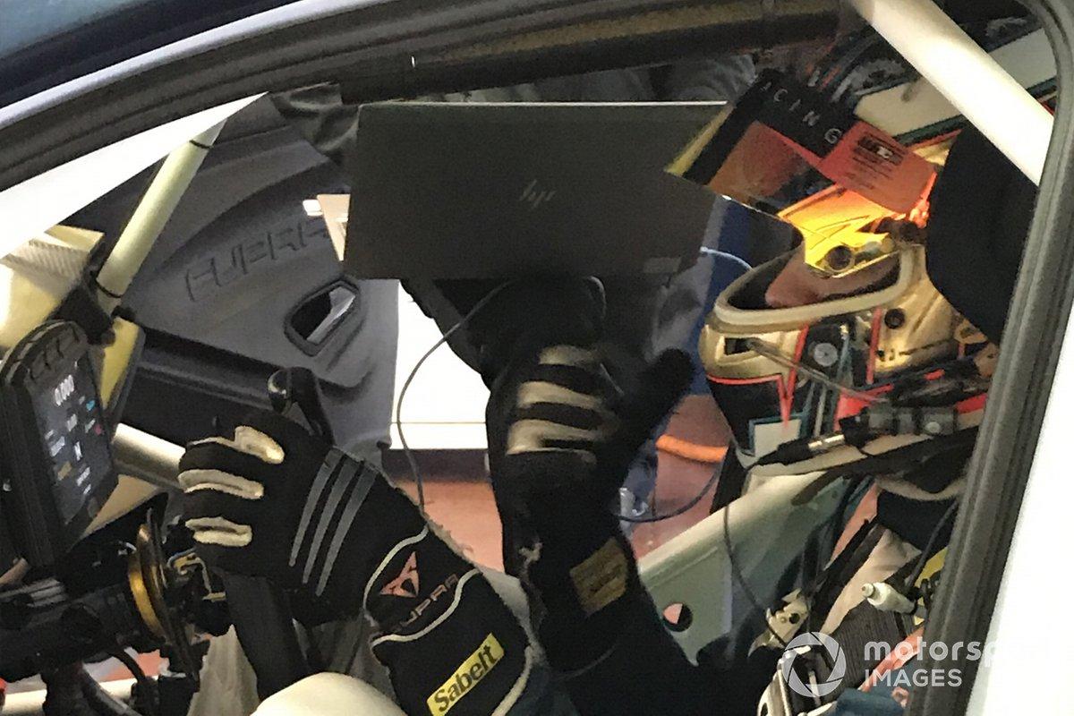 Mikel Azcona, Cupra Racing