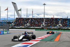 George Russell, Williams FW43B, Daniel Ricciardo, McLaren MCL35M