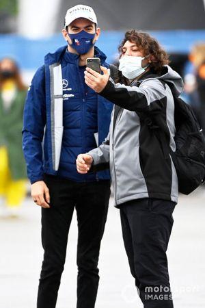 Nicholas Latifi, Williams pose avec un fan