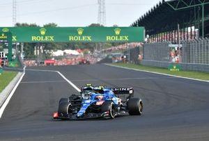 Esteban Ocon, Alpine A521, Sebastian Vettel, Aston Martin AMR21