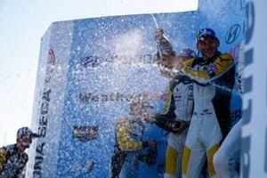 #4: Corvette Racing Corvette C8.R, GTLM: Tommy Milner, Nick Tandy, avec le Champagne