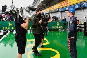 Mark Webber interviewt Max Verstappen, Red Bull Racing