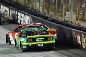 Kyle Larson, Hendrick Motorsports, Chevrolet Camaro Valvoline passes Kevin Harvick, Stewart-Haas Racing, Ford Mustang Subway Delivery