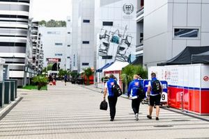 Nikita Mazepin, Haas F1, llega al circuito