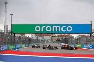 Max Verstappen, Red Bull Racing RB16B, Yuki Tsunoda, AlphaTauri AT02, and Antonio Giovinazzi, Alfa Romeo Racing C41