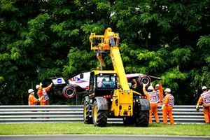 Marshals remove the car of Mick Schumacher, Haas VF-21, from the circuit after his crash in FP3