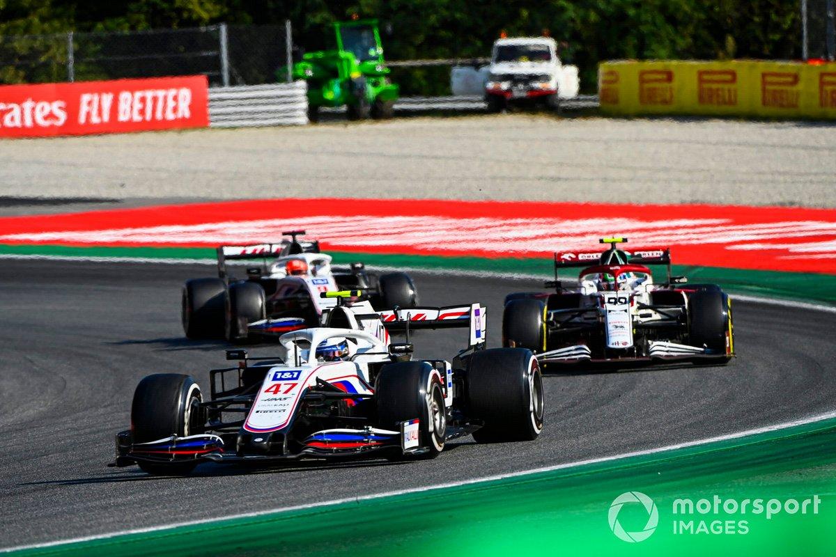 Mick Schumacher, Haas VF-21, Antonio Giovinazzi, Alfa Romeo Racing C41, e Nikita Mazepin, Haas VF-21