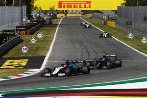 George Russell, Williams FW43B, Valtteri Bottas, Mercedes W12, en Robert Kubica, Alfa Romeo Racing C41.