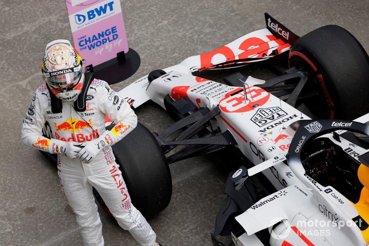 Max Verstappen, Red Bull Racing, llega al Parc Ferme tras la clasificación