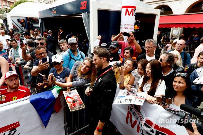 Romain Grosjean, Haas F1 poses for a selfie with a fan