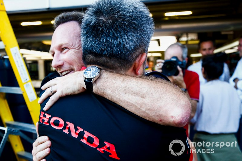 Christian Horner, Team Principal, Red Bull Racing and Masashi Yamamoto, General Manager, Honda Motorsport celebrate the victory