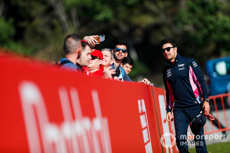 Sergio Perez, Racing Point take a selfie with a fan