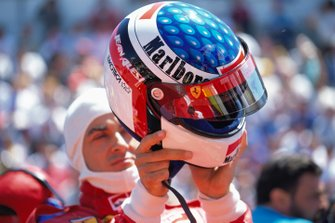 Jean Alesi gets ready on the grid