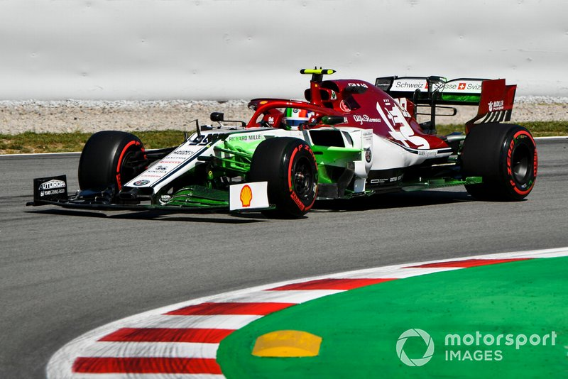 Antonio Giovinazzi, Alfa Romeo Racing C38, with flo-viz paint