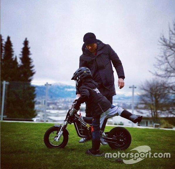 Kimi Raikkonen y su hijo Robin