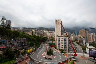 Romain Grosjean, Haas F1 Team VF-19, precede Antonio Giovinazzi, Alfa Romeo Racing C38