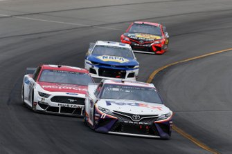Denny Hamlin, Joe Gibbs Racing, Toyota Camry FedEx Office Paul Menard, Wood Brothers Racing, Ford Mustang Motorcraft / Quick Lane Tire & Auto Center
