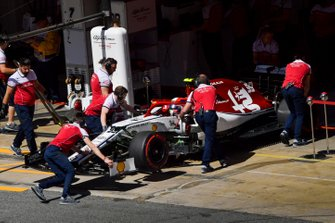 Antonio Giovinazzi, Alfa Romeo Racing C38, is returned to the garage