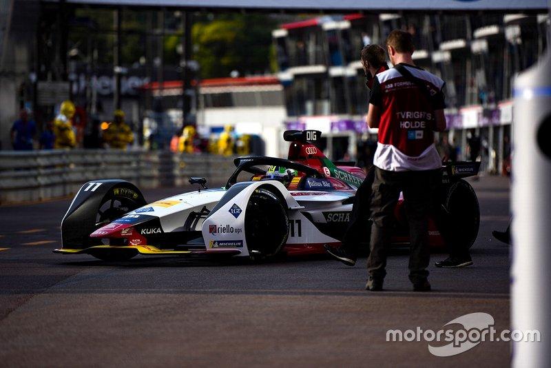 Lucas Di Grassi, Audi Sport ABT Schaeffler, Audi e-tron FE05 in the pit lane