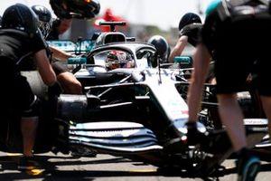 Lewis Hamilton, Mercedes AMG F1 W10, nella pit lane durante la pratica