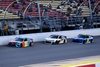 Kyle Busch, Joe Gibbs Racing, Toyota Camry M&M's Hazelnut, William Byron, Hendrick Motorsports, Chevrolet Camaro Hendrick Autoguard